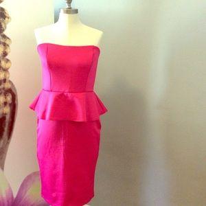 """🧚🏻♀️👗 """"L"""" Pink Strapless Midi Dress"""
